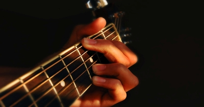How To Strum Like Your Guitar Heroes